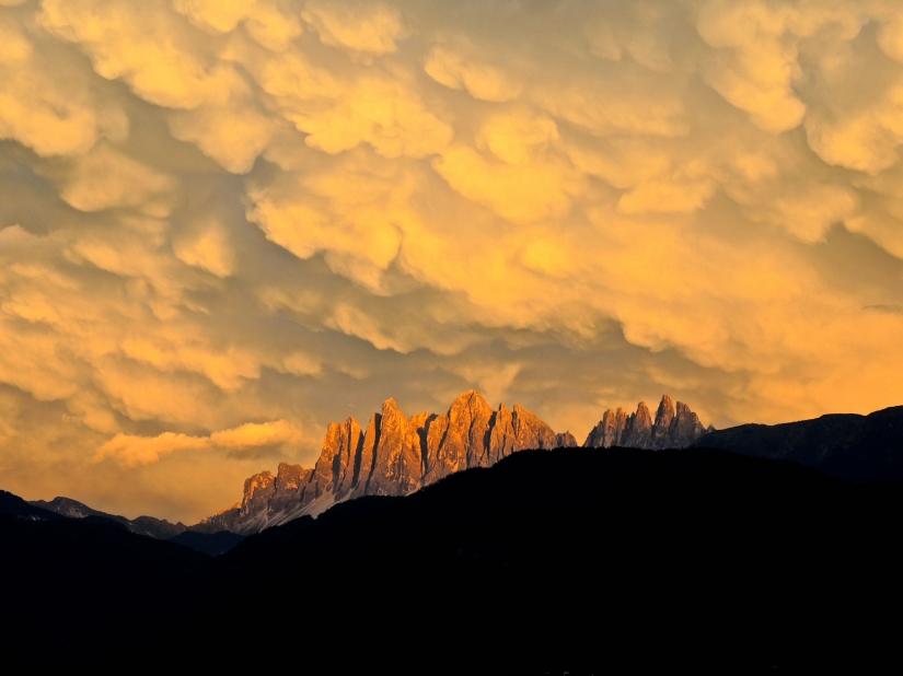 Tramonto con nuvole e Dolomiti