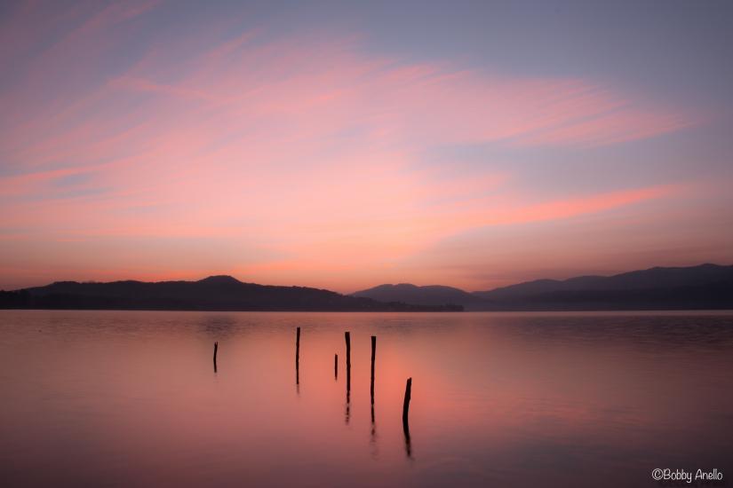 Un bagno nel rosa del lago