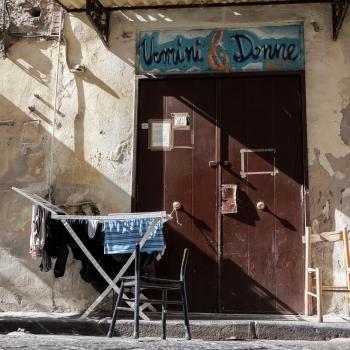 Una foto che solo a Napoli...