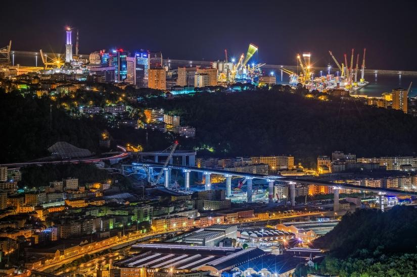 Una laboriosa Genova in notturna