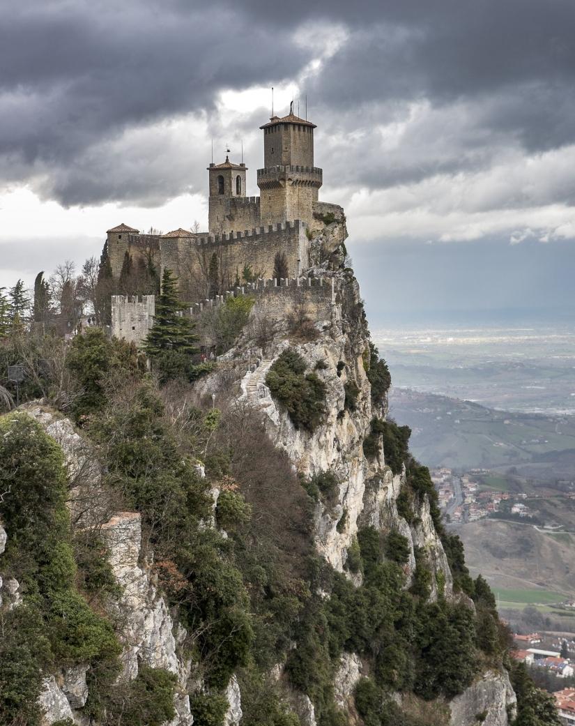 Vedute su San Marino.