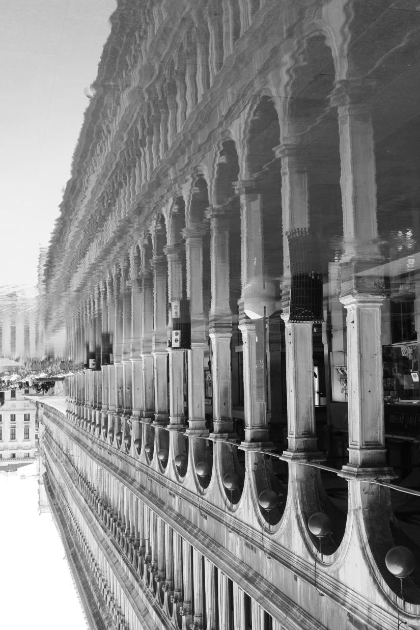 Venezia si specchia