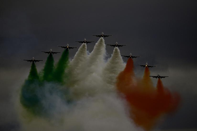 Volare nella tempesta - Pattuglia Acrobatica Nazionale - Frecce Tricolori - Italia
